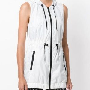 DKNY white hooded summer gilet - size M